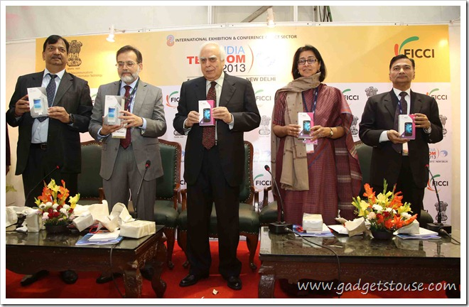 (L- R) Mr. S N Rai, Co Founder & Director Lava International, Mr. M F Farooqui Secretary DoTwith Mr. Kapil Sibal, Minister of Communications and Information Technology and Manju Kala Prakash FICCI
