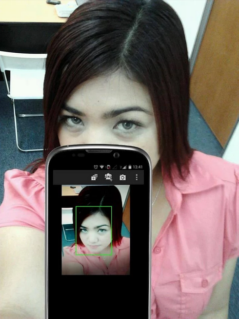 Top 5 Apps To Take Awesome Selfie Using Rear Camera