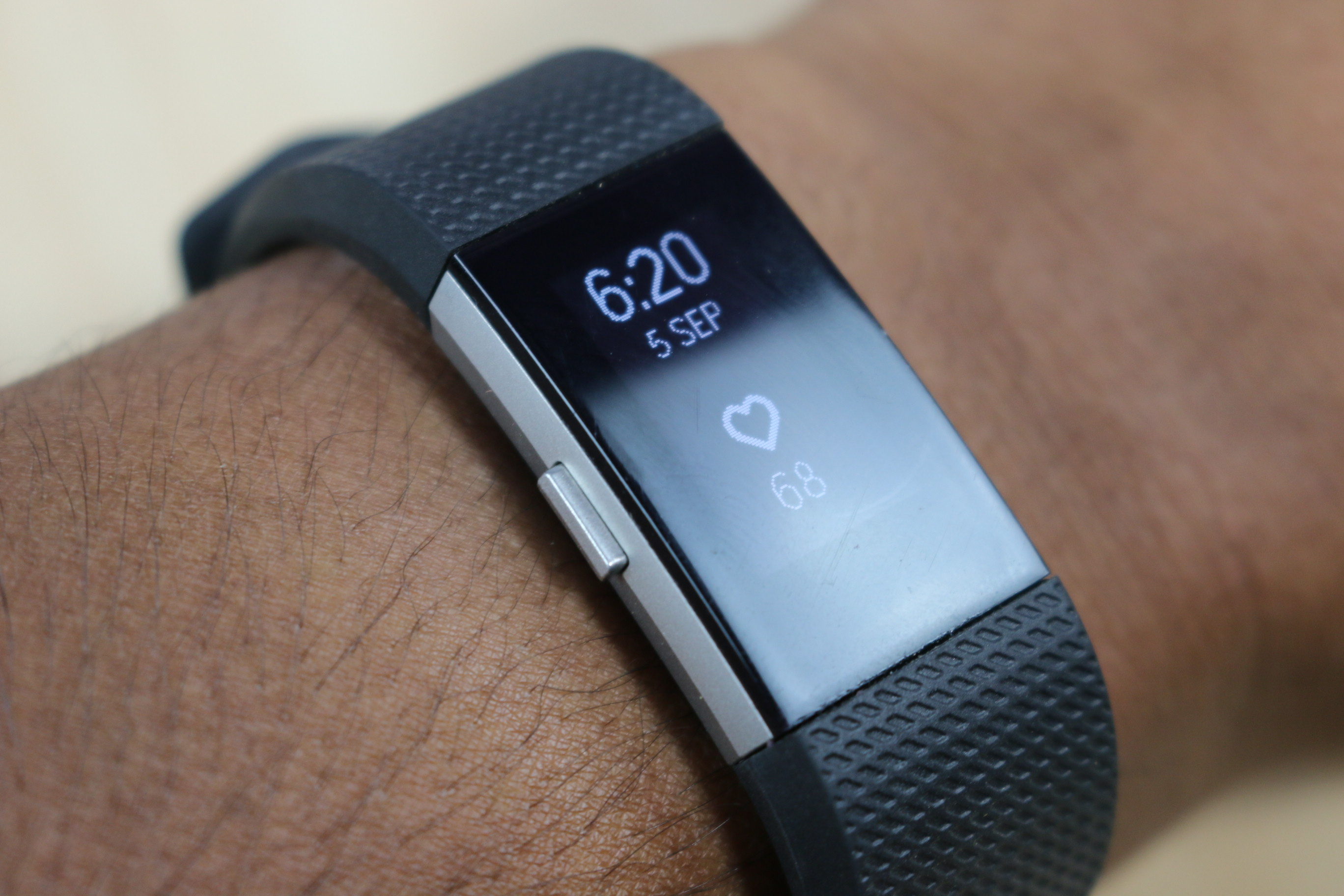 fitbit charge 2 initial impressions a worthy upgrade. Black Bedroom Furniture Sets. Home Design Ideas