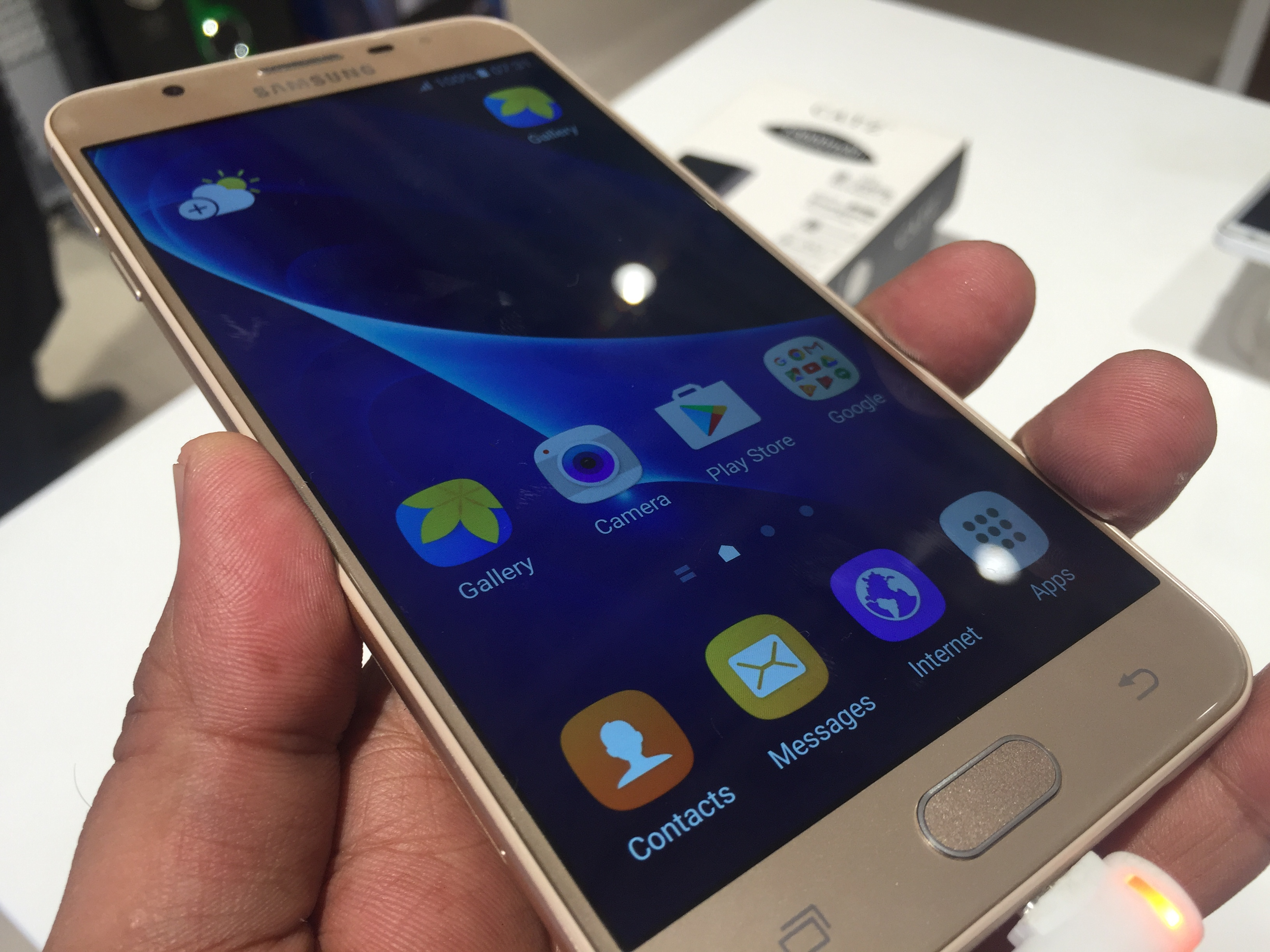 samsung galaxy j7 prime hands on overview with video