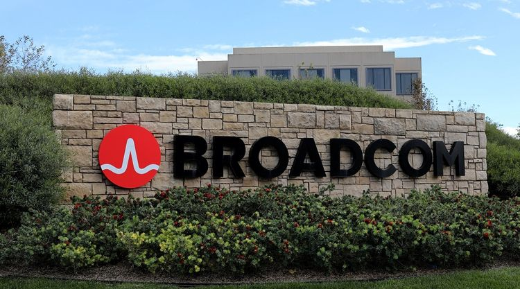 Qualcomm Rebuffs Broadcom's Takeover Bid