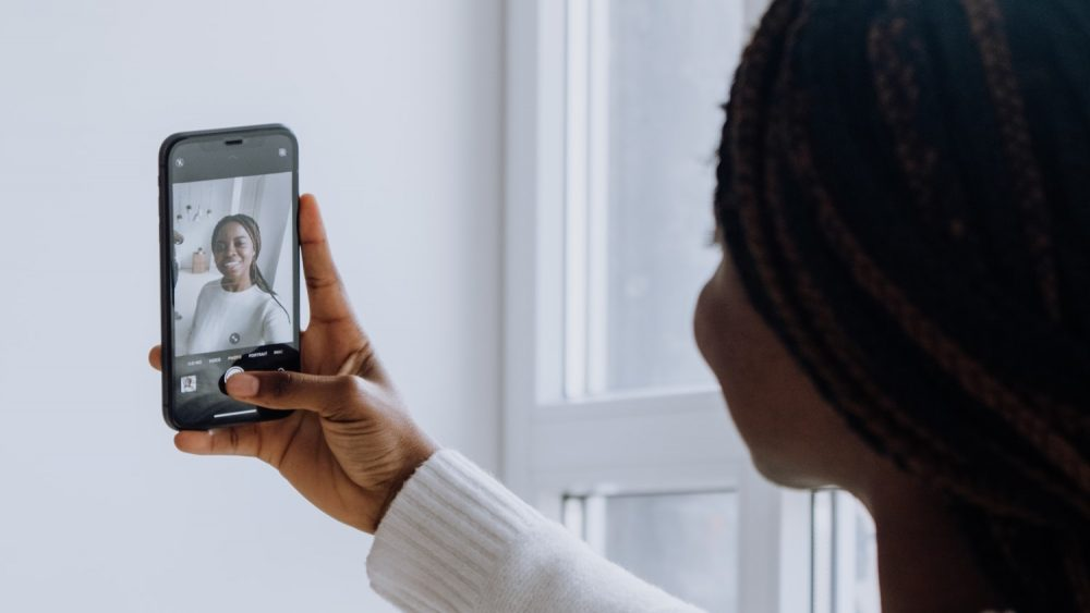 How to Mirror Front Camera Selfies on iPhone X, iPhone 8, iPhone 7, iPhone SE, and iPhone 6s-series