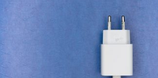 How Smartphone Brands Are Minting Money By Removing Charger from the Box